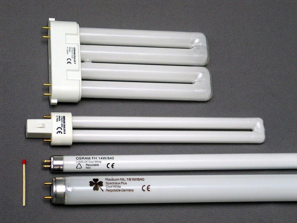 1440px Leuchtstofflampen Chtaube050409